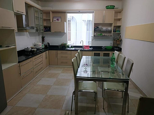 căn bếp nhà tôi được thiết kế vô cùng tối giản.