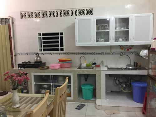 Các thành viên trong gia đình tôi lúc nào cũng ấm áp qua mỗi bữa cơm, trong gian bếp nhỏ.