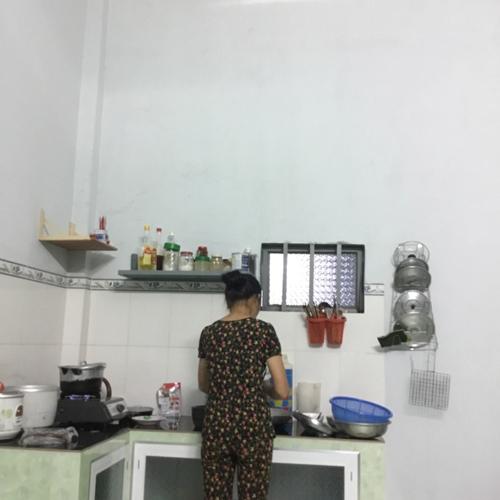 Với căn bếp mới, mẹ chẳng còn sợ mưa tạt ước bếp bất kỳ lúc nào nữa.