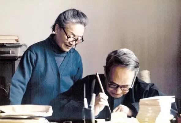 Tiền Chung Thư và vợ. Ảnh: Abolouwang.