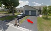 Người đàn ông mua 'biệt thự' nhưng nhận về luống cỏ rộng 30 cm