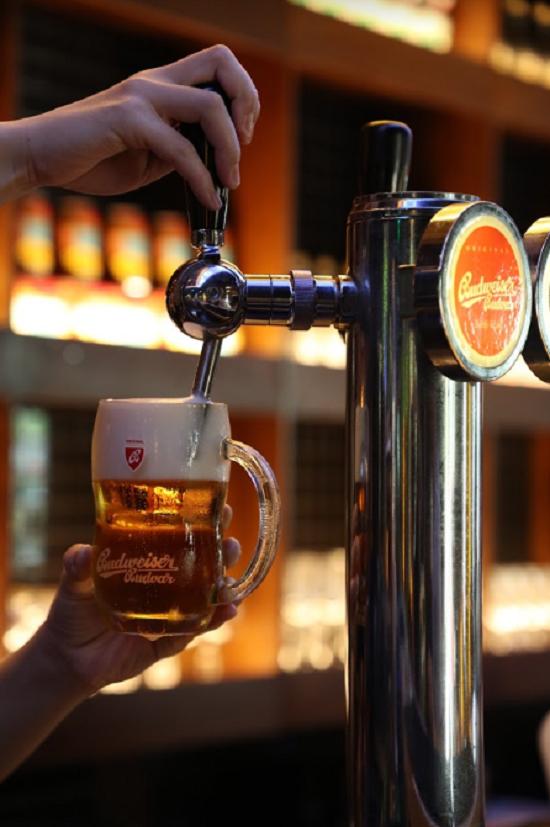 Phong cách thưởng thức bia tươi từ xưa tới nay - 1