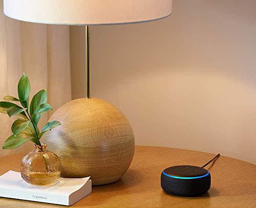 Loa thông minh Echo Dot: Echo Dot kết nối với điều khiển bằng giọng nói giúp bạn có thể nghe nhạc, gọi điện thoại, gửi tin nhắn, đọc tin tức, cung cấp thông tin thời tiết, thể thao... cũng như điều khiển thiết bị Smart Home. Với loa gắn sẵn, bạn có thể đặt chiếc loa này trong phòng ngủ và sử dụng như một đồng hồ báo thức thông minh, thậm chí có thể tắt đèn; hoặc sử dụng trong nhà bếp để dễ dàng thiết lập bộ đếm thời gian khi nấu ăn hay mua sắm hàng chục triệu sản phẩm trên Amazon chỉ bằng giọng nói. Chỉ cần ra lệnh bằng giọng nói, Echo Dot sẽ giúp bạn chơi nhạc từ Amazon Music, Spotify, Pandora, iHeartRadio hay TuneIn.Sản phẩm giá 1,15 triệu đồng.