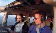 Chàng phi công giả vờ máy bay gặp sự cố khẩn cấp để cầu hôn bạn gái