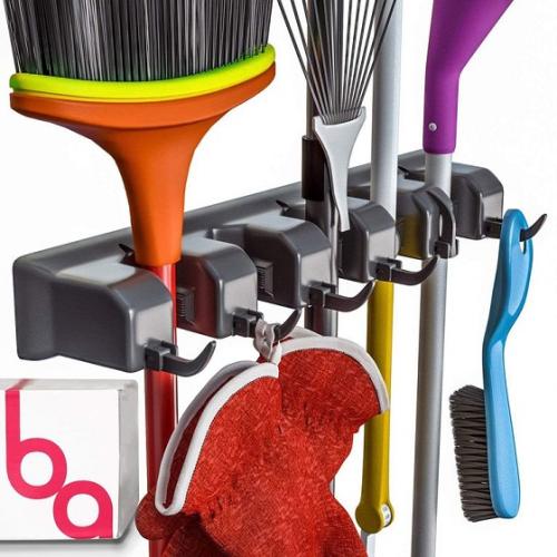 Broom Holder and Garden Tool Organizer (giá treo đồ): Hãy làm gọn garage của bạn với giá treo đồ dễ lắp đặt này. Nó có thể chịu được sức năng lên tới 35 pounds (tương đương 15,8 kg) và quan trọng nhất là có khả năng chống lại những ảnh hưởng xấu từ thời tiết, đặc biệt mưa (khả năng chống thấm nước). Bạn có thể dùng nó để đựng các dụng cụ và dễ dàng tìm được vật dụng cần thiết khi cần.