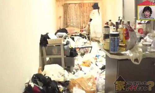 Ngôi nhà bừa bộn khủng khiếp của Rika. Ảnh: Sina.