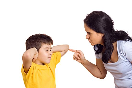 Càng càm ràm, càng phản tác dụng trong nuôi dạy con. Ảnh: Parenting.