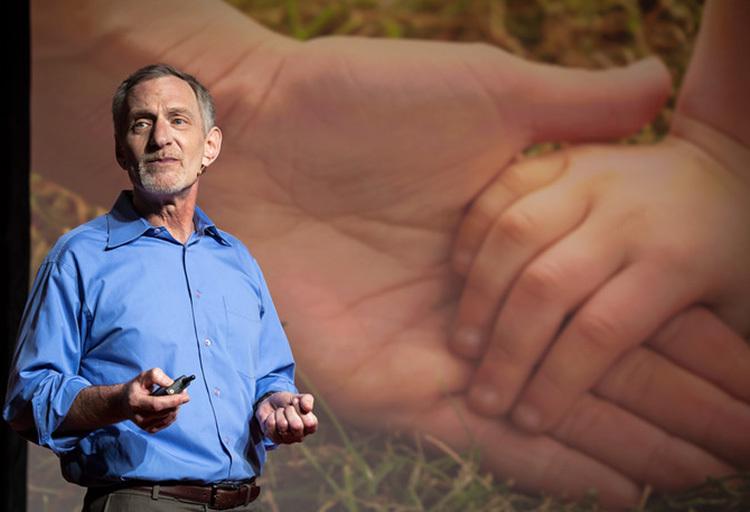 Giáo sư Robert Walding giới thiệu thành quả nghiên cứu 724 người trong vòng 75 năm. Ảnh:johnwernerphotography.