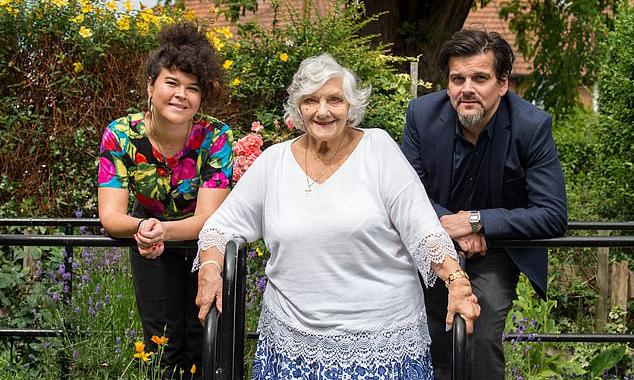Ở tuổi 81, bà Magaret vẫn còn nhiều khoản nợ chưa trả. Ảnh: The Sun.