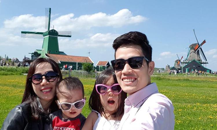 Gia đình anh Trà ở Hà Lan trong chuyến đi châu Âu 2018. Ảnh:TraVu.