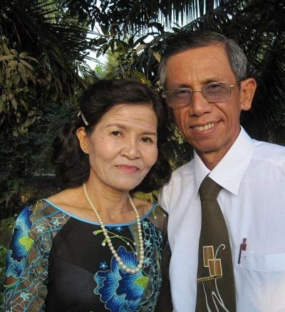 Dù khiếm khuyết nhưng mẹ cảm thấy may mắn khi được sinh ra trong vòng tay yêu thương của ông bà ngoại.