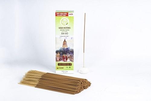 Các sản phẩm nhang từ đàn hương được bán trên Shop VnExpress với mức giá ưu đãi. Người tiêu dùng có thể chọn mua combo 2 nhang xanh đàn hương 500g (30cm), tặng thêm 2 nhang tùng bách 60g (120 cây) để tiết kiệm với giá 520.000 đồng trên Shop VnExpress thay vì 575.000 đồng giá thị trường.