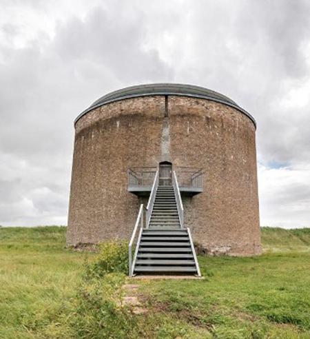 Năm 2010, sau khi nâng cấp, pháo đài Martello Tower Y giành được một số giải thưởng về kiến trúc và thiết kế, vì là điển hình của sự đổi mới. Nó được ví như ngôi nhà nguyên bản hiện đại, có sức lay động bậc nhất nước Anh, được định giá 1,25 triệu bảng.
