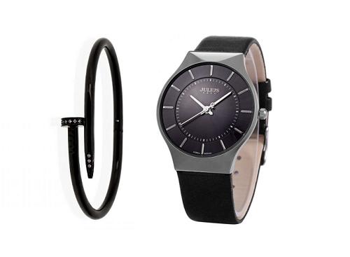 Đồng hồ nữ Julius Hàn Quốc JA-577lh dây dađeo cùng vòng tay car có hột dạng đinh size màu đen tạo vẻ cá tính cho bạn gái.