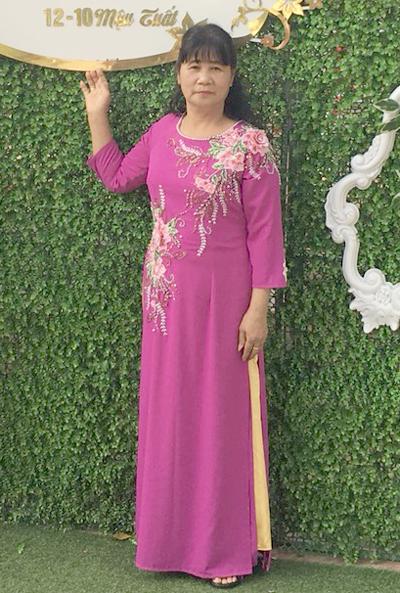 Bà Tiến tham dự một đám cưới người thân ở quê nhà trước khi trở sang Trung Quốc cùng con trai út. Ảnh: N.Phượng.