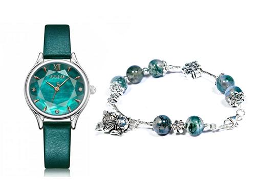Với đồng hồ JA-1154A xanh rêu, bạn gái có thể chọn vòng tay băng ngọc thủy tảo phối charm bạc