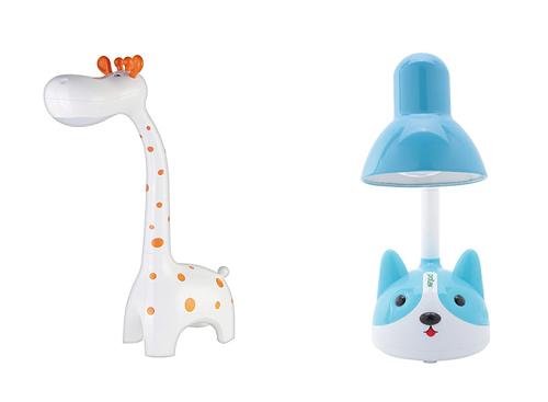 Đèn bàn Protex với nhiều loại đèn được thiết kế đa dạng hình dáng như hình voi ngộ nghĩnh, hươu cao cổ, cầu thủ bóng rỗ nhí,... để lựa chọn.