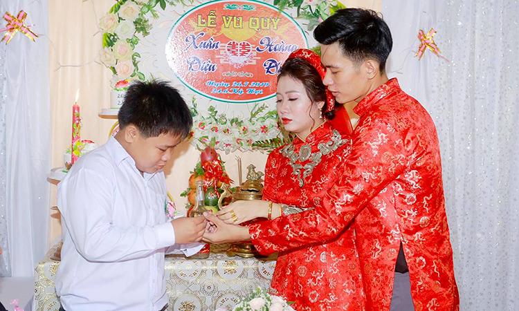 Câu chuyện em trai bán gà đổi vàng trao chị ngày cưới được hàng trăm nghìn lượt thích trên mạng xã hội. Ảnh: X.D.