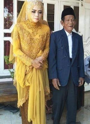 Cô dâu 27 tuổi, kém chú rể 56 tuổi. Ảnh: Tribunnews.