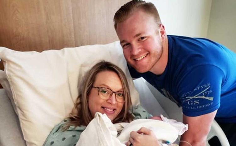 Trong 9 tháng mang thai, vợ của Craven chỉ được gặp chồng một lần. Ảnh: Insider.