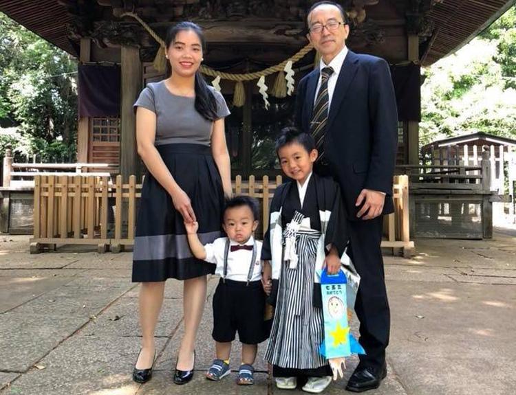 Gia đình nhỏ của Khánh Linh tại Nhật. Cô có 2 cậu con trai, một bé 6 tuổi và mộtbé 3 tuổi. Ảnh: K.L