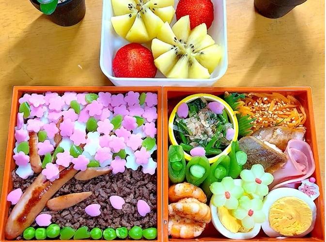 Những hộp cơm Bento do Linh làm để chồng mang đi làm. Ảnh:K.L