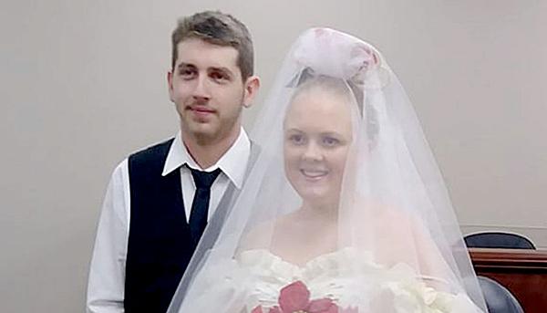 Harley Joe Morgan và Rhiannon Boudreaux trong đám cưới trước tai nạn. Ảnh: News.
