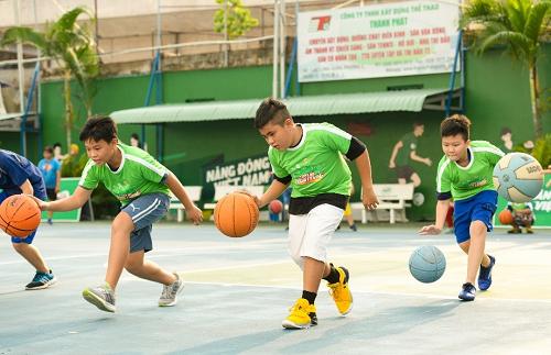 Tập luyện thể thao giúp các em giải tỏa căng thẳng.