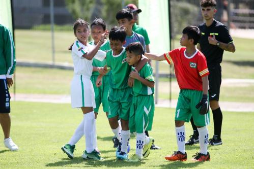 Tập luyện thể thao giúp trẻ phát triển tinh thần đồng đội, sự bền bỉ, tính kỷ luật...