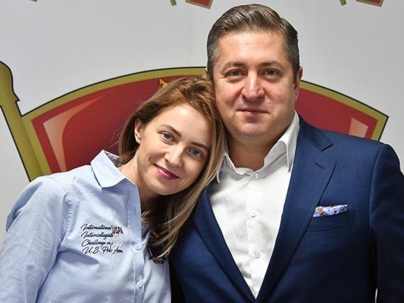 Natalia Poklonskaya vừakết thúc cuộc hôn nhân thứ hai với luật sưIvan Solovyov. Ảnh:frivolette.