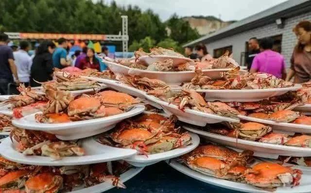 Cua biển vốn là món đắt đỏ, hiếm khi xuất hiện trong các đám cưới ở nhiều nơi. Ảnh: Sohu.