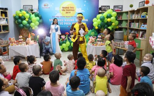 Chương trình do Công ty Cổ phần Dược phẩm GoldHealth Việt Nam tổ chức với mong muốn mang đến cho các bệnh nhi trung ấm áp, tiếp thêm tinh thần để các con chiến đấu với bệnh tật.