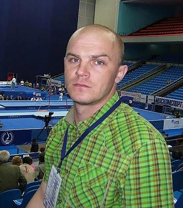 Konstantin Mikhailov từng phục vụ quân đội, giờ làm việc ở một căn cứ hải quân. Anhrời nhà đi vài tháng vì cảm thấy cuộc sống quá phức tạp. Ảnh: The Sun.