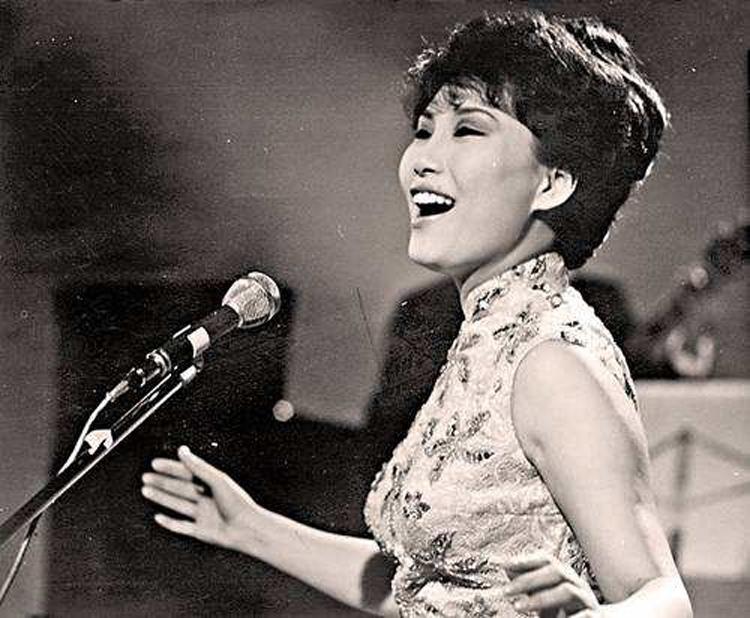 Trước khi gặp gỡ Thiệu Dật Phu, Phương Dật Hoa đã là một ca sĩ nổi tiếng tại đại lục. Ảnh: Aluobowang.