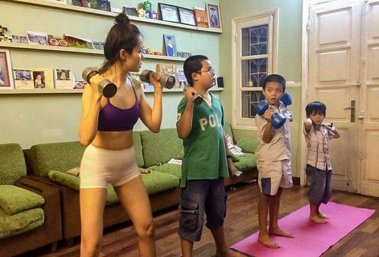 Để huấn luyện các con, chị Ngà đã đến hàng chục trung tâm thể thao để gặp các chuyên gia, họcnhững bài tập phù hợp. Ảnh: Ngọc Ngà.