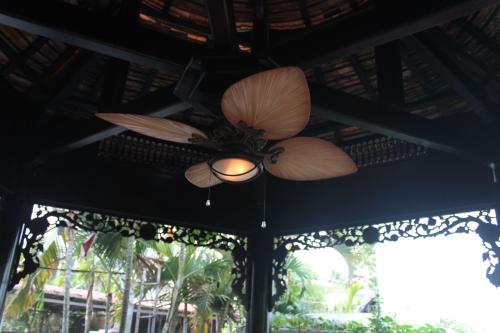 Quạt trần có thể lắp đặt trong nhà hoặc ngoài trời.