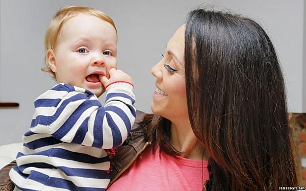 Jenna Thompson và con trai. Ảnh: Catersnews.