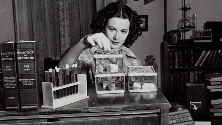 Lamarr có niềm đam mê với khoa học. Ảnh: Forbes.