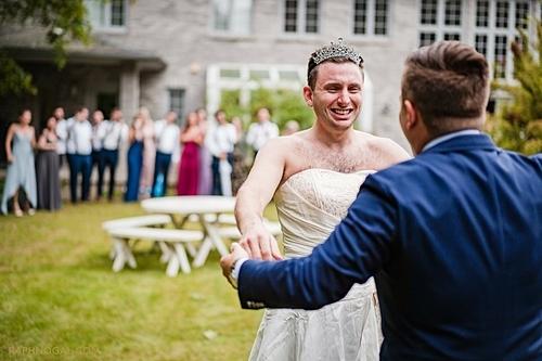 Bryan, anh trai của Tyler, đã giúp em dâu thực hiện trò chơi khăm. Ảnh: Raph Nogal Photography.