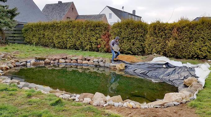 Gia đình Việt làm 'vườn - ao - chuồng ' tại Đức