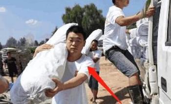 Anh trai Vương Kiện Vĩnh của diễn viên Vương Bảo Cường vẫn cực khổ làm nông ở quê. Ảnh: GBK.