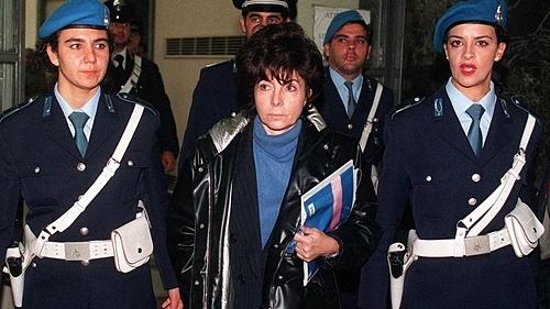 Reggiani ngày ra hầu tòa, năm 1998. Ảnh: AP.