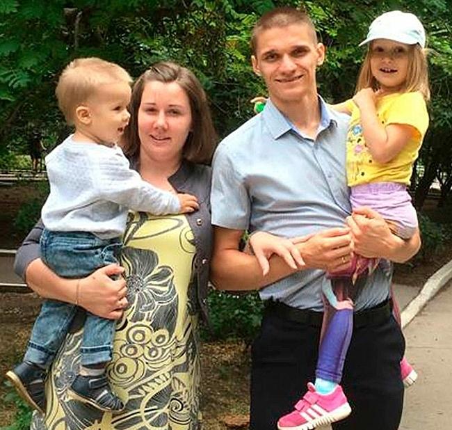 Irina cùng chồng và hai con. Ảnh: The Sun.
