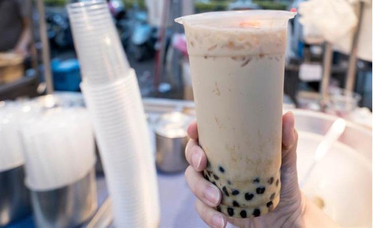Lim nghiện trà sữa và hay đăng tải lên mạng xã hội để khoe chiến tích. Ảnh: China Times.