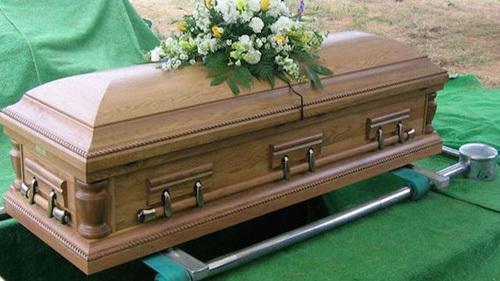 Anh Melusi được gia đình tổ chức tang lễ vì nghĩ đã chết. Ảnh: nehandaradio.