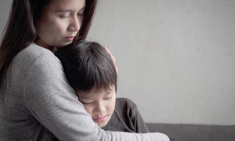 Khi chứng kiến bố mẹ cãi nhau, trẻ nhỏ thường tự cho mình là nguyên nhân. Ảnh: Ultimahoraec.