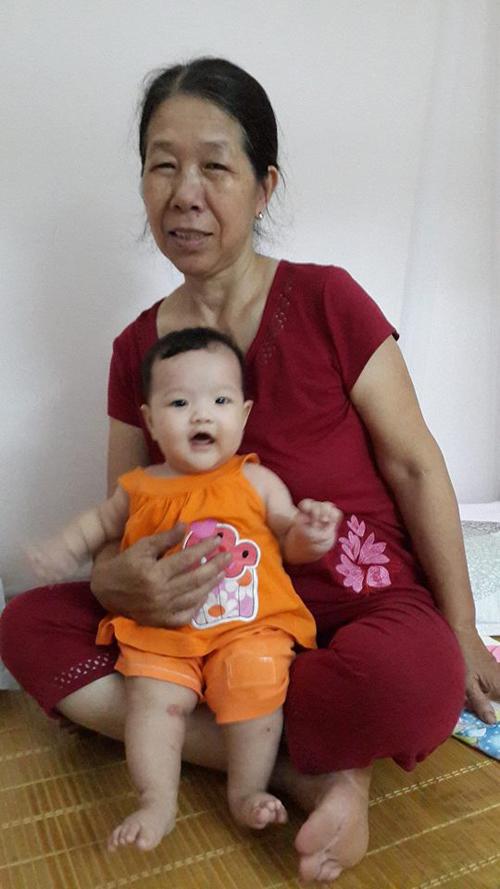 Giờ đây, khi con đã là một người mẹ, càng thấy thấm, xót xa những năm tháng vất vả của mẹ.