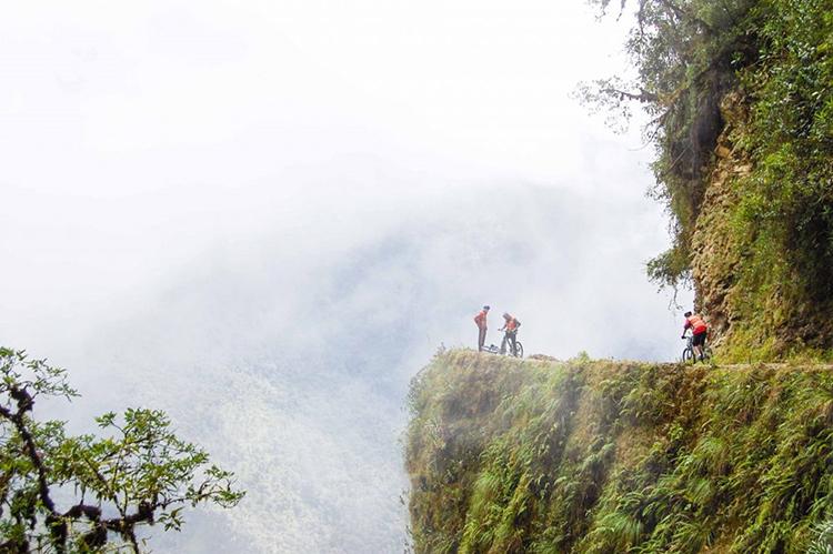 Quang cảnh vách núi diễn ra cuộc đua Skyrace. Ảnh: The Guardian.