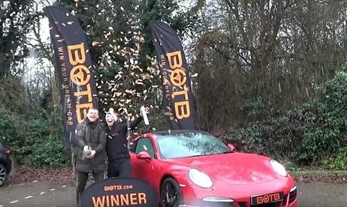 Tom từng thắng xe Porsche cách đây hai năm. Ảnh: Kent Online.
