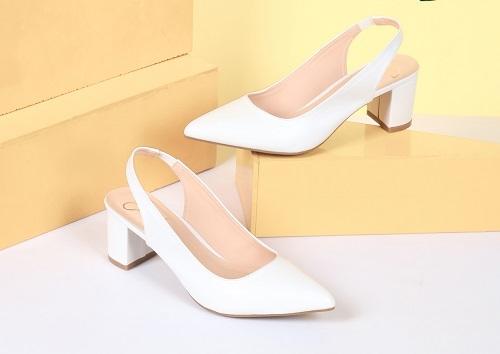 Giày cao gót là món quàgiúp các chàng ghi điểm trong mắt phái đẹp dịp 20/10.